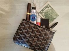 Goyard Handbags, Goyard Bag, Tote Bag, What In My Bag, What's In Your Bag, Estilo Madison Beer, Inside My Bag, What's In My Purse, Makeup Ideas