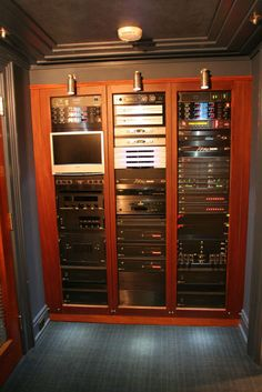 Server rack in-home, nicely displayed - now that's how its done - thelcogroup.com