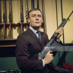 1968 - English actor Edward Woodward pictured holding a rifle in a scene from the television spy drama series 'Callan - Red Knight, White Knight' in Get premium, high resolution news photos at Getty Images Tv Actors, Actors & Actresses, Detective, Famous Geminis, My Babysitter, 1970s Tv Shows, Red Knight, Uk History, Vintage Tv