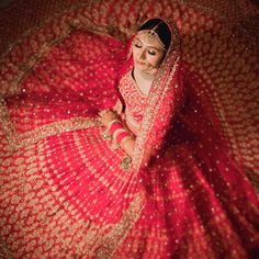 Bridal lehenga that speaks volume – girl photoshoot poses Indian Bride Photography Poses, Indian Bride Poses, Indian Wedding Poses, Indian Bridal Photos, Indian Bridal Outfits, Indian Bridal Fashion, Bridal Photography, Bride Indian, Indian Weddings