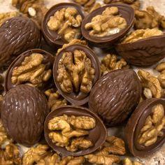 Çikolata :: Special Çikolatalar :: Cevizli Çikolata Sütlü Candy Recipes, Snack Recipes, Cooking Recipes, Snacks, Homemade Chocolate, Chocolate Desserts, Yummy Treats, Yummy Food, Indian Dessert Recipes