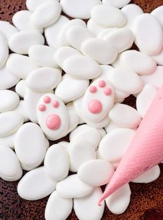 How to Make Bunny Paw Candy with a How to Video | The Bearfoot Baker    #bearfootbaker #rolloutcookies #royalicing #cutecookies #easter #eastercookies #deliciouscookies #edibleart #bunny #cookies