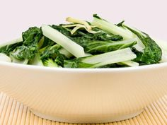 26 Amazingly Healthy Recipes: Baby Bok Choy and Shiitake Stir-Fry http://www.prevention.com/food/cook/26-amazingly-healthy-recipes?s=21