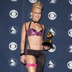 Pink's Ab Workout Routine | Video... its a must try to get those obliques tight!