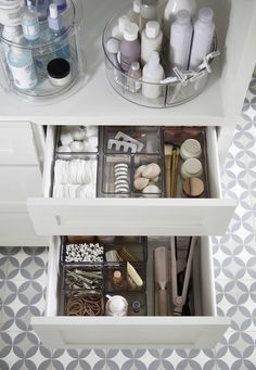 These are nice for organizing your craft room as well. Instead of spending a ton of money on an precise unit, you'll be able to simply construct your individual caddy out of plastic baskets just like the set yow will discover right here. When it comes to cleaning up around the home, the bathroom is inarguably everybody's least favorite part of the home to tidy up! But things get so much easier if you've received a few tricks up your sleeve. Try out this finances-pleasant project should you… Bathroom Organisation, Organization Hacks, Organized Bathroom, Organizing Ideas, Organize Bathroom Drawers, Organising, Small Bathroom Organization, How To Organize A Bathroom, Storage Ideas For Bathroom