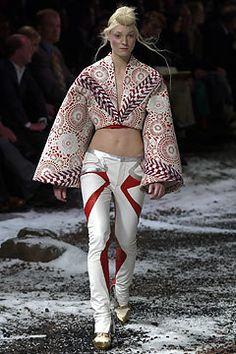 Alexander McQueen Fall 2003 Ready-to-Wear Fashion Show - Alexander McQueen, Lisa Davies