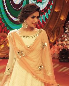 WEBSTA @ indianstreetfashion - Slaying the traditional look Karishma Tanna rocks an Abhinav Mishra outfit with classic chandballis we ❤ the entire look Pakistani Dresses, Indian Dresses, Indian Outfits, Indian Attire, Indian Wear, Look Short, Wedding Guest Style, Indian Wedding Hairstyles, Hairstyles With Lehenga