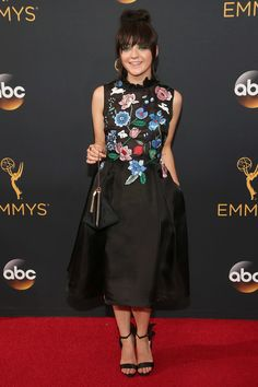 MAISIE WILLIAMS at the Emmys red carpet.