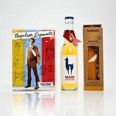 Filmgeschenk für Männer mit dem lustigen Film Napoleon Dynamite, einem Mari Weincocktail in der Flasche und einem Maiskolben zur Popcornherstellung in der Mikrowelle