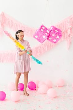 Pinata trend is huge at the moment, and it has become a staple of any party. Among many, many DIY pinata ideas, there is surely something for anyone's taste. Here, we bring the most fun pinata ideas to brighten up a girl party. Things To Do At A Sleepover, Fun Sleepover Ideas, Sleepover Activities, Sleepover Party, Birthday Party For Teens, 14th Birthday, Diy Birthday, Happy Birthday Wishes, Birthday Party Decorations