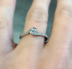 Bague en or blanc avec diamants Eternity Bands, Wedding Rings, Engagement Rings, Jewelry, Engagement Ring, Bangle Bracelet, Wedding Ring, Enagement Rings, Jewlery