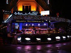 Le Bar à huitres Montparnasse et son banc de fruits de mer éclairé !