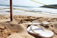 No hay placer mayor que caminar por las arenas de la costa de #Mazatlan descalzo, sintiendo en los pies los inconfundibles relieves de una de las playas más paradisíacas de #Mexico. http://www.bestday.com.mx/Mazatlan/ReservaHoteles/