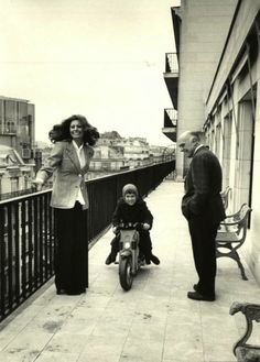 Sophia with her son and husband shot byAlfred Eisenstaedt
