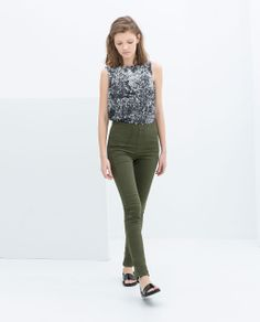 JEGGINGS WITH SIDE STRIPES, printed tank and black sandals from Zara
