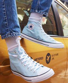 All Star Converse Chuck Taylor High Top. Converse Outfits, Sneaker Outfits, Blue Converse, Converse All Star, Converse Shoes, High Top Converse, Converse Girls, Converse Chuck, Moda Sneakers