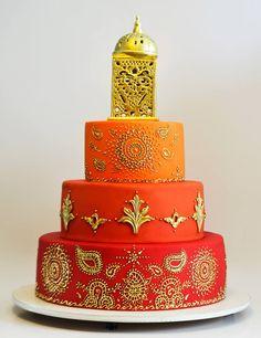Arte e Detalhe Tati Benazzi Tall Wedding Cakes, Indian Wedding Cakes, Beautiful Cakes, Amazing Cakes, Mehndi Cake, Peacock Cake, Indian Cake, Cake Design Inspiration, Creative Desserts