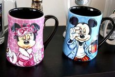 Mickey and Minnie mugs. I have the Minnie one. Cocina Mickey Mouse, Minnie Mouse Mug, Mickey Mouse And Friends, Casa Disney, Disney Home, Disney Coffee Mugs, Disney Cups, Disney Souvenirs, Disney Gift