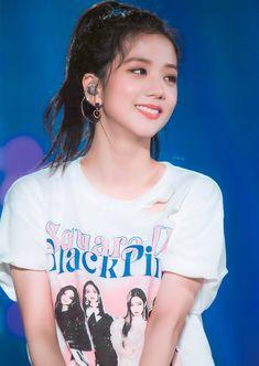Kpop Girl Groups, Korean Girl Groups, Kpop Girls, Blackpink Jisoo, Kim Jennie, Yg Entertainment, Black Pink ジス, Purple, Chica Cool