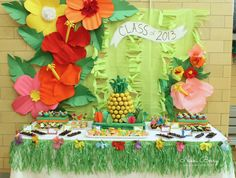 Gorgeous Luau Party display (and full how-to on the pineapple cake pop centerpiece) - by NikkiikkiN