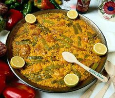 The Glorious paella Valenciana.except that it's the best EVER! Spanish Cuisine, Spanish Dishes, Spanish Food, Spanish Paella, Lunch Recipes, Great Recipes, Favorite Recipes, Yummy Recipes, Healthy Recipes