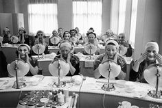 Beauty class at the Helena Rubinstein Salon. New York, 1958.