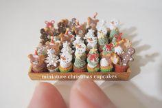 miniature christmas cupcakes  ❄︎ ❄︎ ❄︎ カップケーキをクリスマスデコレーション・・・⛄️ ❄︎ ❄︎ ❄︎ #handmade#miniature#miniaturefood#dollhouse#christmas#cupcakes#teddybear#snowman#decoration#ハンドメイド#ミニチュア#ミニチュアフード#ドールハウス#クリスマス#カップケーキ#テディベア#スノーマン#デコレーション#お菓子作り#おやつ#影が笑える
