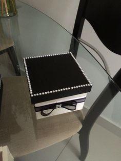 Artesanato: caixa preto e branco