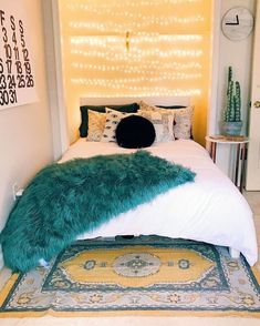 The ideas we found include some cheap tricks, some furniture hacks and with a little splash of your own home décor ideas you will get enough DIY room . 30 diy room decorating ideas for small rooms Dream Rooms, Dream Bedroom, Small Room Design, Ideas Hogar, Cute Dorm Rooms, Bedroom Layouts, Small Rooms, Small Spaces, My New Room