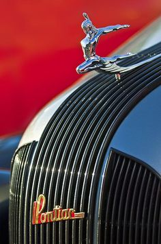 Hood Ornament Photograph - 1935 Pontiac Sedan Hood Ornament by Jill Reger Retro Cars, Vintage Cars, Antique Cars, Car Badges, Car Logos, Logo Autos, Car Bonnet, Afrique Art, Car Hood Ornaments