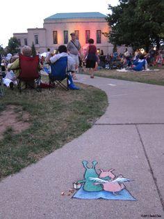 Sluggo est une petite creature verte qui vit dans les rues du Michigan. Réalisé par David Zinn.