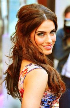 brunette hair style @Christina Guevara she reminds me of u, but with blue eyes, not as pretty ofcorse