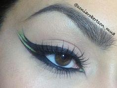 Triple wing eyeliner makeup