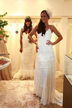YolanCris |YolanCris wedding dresses in São Paulo.  Casamarela Noivas New Flagship store  #YC #YolanCris #SaoPaulo #brasil #brazil #noiva #vestidodenoiva #vestidodenoivarenda #casamento #casamanetonapraia #boutique