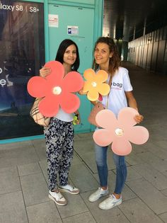 Follow our #Ovan far and wide the city, take a picture and receive fun gadgets! #Obag #flowerPower #inbloom #makeityours #mixandmatch #pitti92