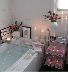Bathroom ideas, bathroom remodel, bathroom decor and bathroom organization! Bathrooms can be beautiful too! These are the bathrooms that inspire me the most from claw-foot tubs to shiny fixtures. Bathroom Interior, Interior Design Living Room, Living Room Decor, Bathroom Remodeling, Remodeling Ideas, Remodel Bathroom, Bedroom Decor, Dream Rooms, Small Bathroom