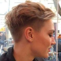 This is the shit that I google when I'm bored. I want a side shave so bad ❤ #sideshave #pixiecut #undercut #edgy #punkrock #want #socute