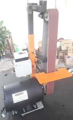 Diy Belt Sander, Metal Bending Tools, Diy Belts, Belt Grinder, Welding And Fabrication, Homemade Tools, Metal Projects, Wire Art, Power Tools