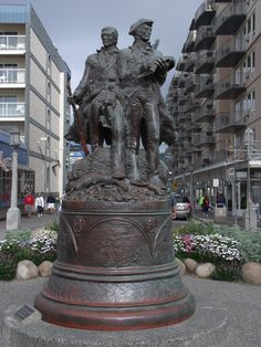 Statue of Lewis and Clark. Lewis And Clark Trail, Western Girl, Historical Photos, Social Studies, Mom And Dad, Missouri, American History, Statues, Montana