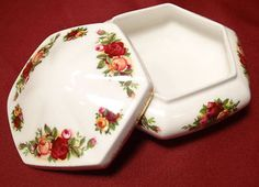 1962 Royal Albert OLD COUNTRY ROSES England Hexagon Jewelry Dresser Box