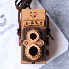 Wooden Twin Lens Camera Necklace - Collar cámara doble lente en madera