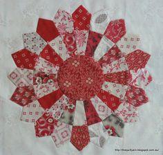 The Quilt Yarn: Dresden Plate Table Runner