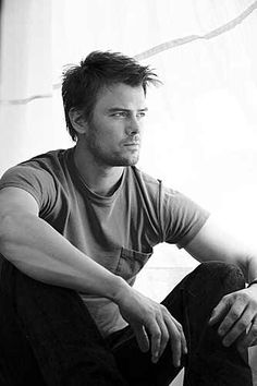 Josh Duhamel-he's just so good-looking...