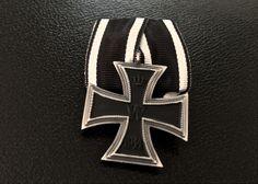 Iron class for combatants Medal Honor, Uniform Insignia, Erwin Rommel, Ww2 Uniforms, Field Marshal, Maltese Cross, Prussia, World War Ii, Badges