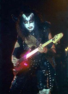 Gene, Bill Parsons, Photographer, The Ambassador Theater, St. Metal Bands, Rock Bands, Key Tattoo Designs, Gene Simmons Kiss, Kiss Pictures, Kiss Photo, Best Kisses, Love Gun, Kiss Band
