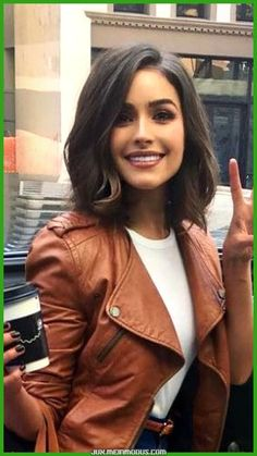 Top 15 Featured Bob Hairstyles 2019 for Women To Reach Perfection. These Perfect Bob Hairstyles 2019 for Women Will Be Huge to Mesmerize Anyone This Year. New Bob Hairstyles 2019 are Getting More Trendy and Most Desired Hairstyles Now A Days. Medium Hair Cuts, Short Hair Cuts, Medium Length Bobs, Medium Hair Styles For Women, Medium Brown Hair, Short Hair Lengths, Medium Lengths, Hair Cuts Cute, Short Pixie