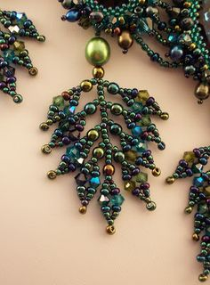 HAUTE ICE BEADWORK: Kelp Forest - somewhat of a tutorial to make the leaf. Love the mix of beads.