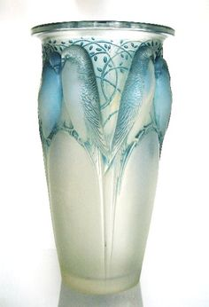 René Lalique Ceylan Bird Vase c.1924 Just splendid One of my favorites. I could stare at it for hours