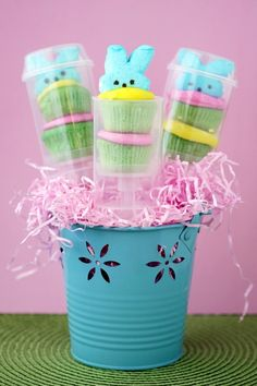 Such a cute Easter treat, there are links for other holiday push up pop ideas too.