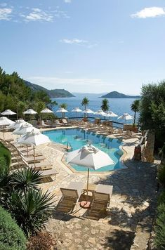 This Mediterranean resort remains an Italian legend. Why? The position is stunning, on a cliff overlooking a rugged private cove. Opened in 1965, its owners have spent their lives maintaining its timeless dolce vita vibe. The small details, from beach bags to personalised toiletries, keep it ahead of the game. Hotel Pool, Best Hotel Deals, Beach Hotels, Beach Resorts, Parking, Beach Fun, Hotel Reviews, Coastal Living, Great Photos